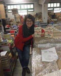 Anita Musioł z pierwszą książką Wydawnictwa Pauza.