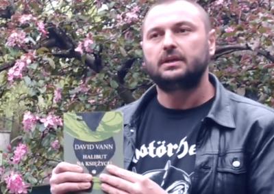 """Miejska Biblioteka Publiczna w Opolu o """"Halibut na Księżycu"""" – wideorecenzja"""